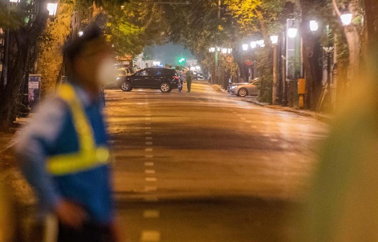 6 xe buýt chở hơn 100 F1 rời ổ dịch Bệnh viện Hữu Nghị Việt Đức ảnh 7