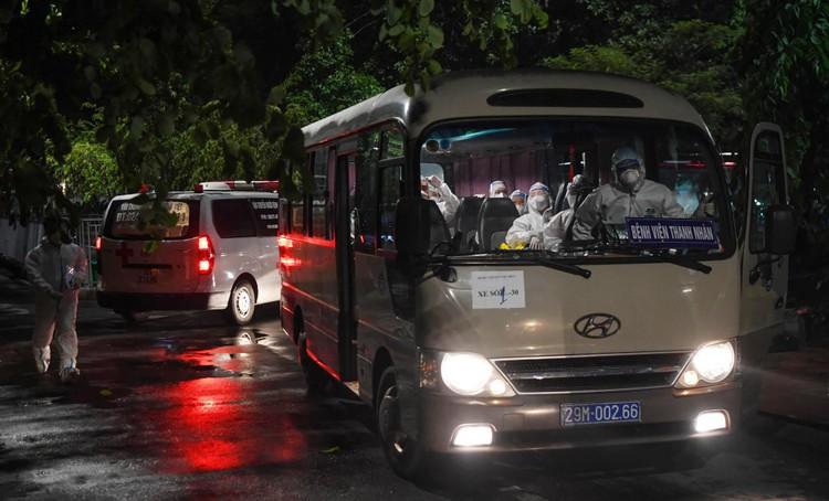 Cận cảnh quá trình di chuyển 1.000 bệnh nhân rời ổ dịch Bệnh viện Việt Đức ảnh 10