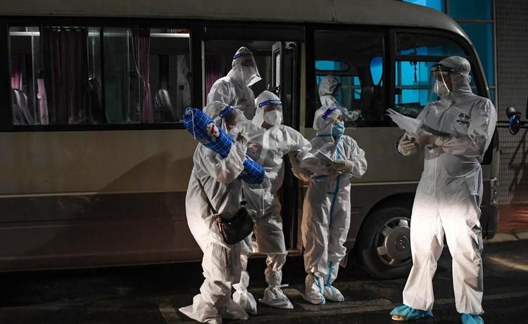 Cận cảnh quá trình di chuyển 1.000 bệnh nhân rời ổ dịch Bệnh viện Việt Đức ảnh 11