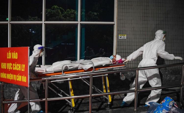 Cận cảnh quá trình di chuyển 1.000 bệnh nhân rời ổ dịch Bệnh viện Việt Đức ảnh 12