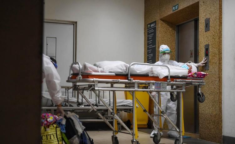 Cận cảnh quá trình di chuyển 1.000 bệnh nhân rời ổ dịch Bệnh viện Việt Đức ảnh 13