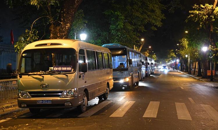 Cận cảnh quá trình di chuyển 1.000 bệnh nhân rời ổ dịch Bệnh viện Việt Đức ảnh 3