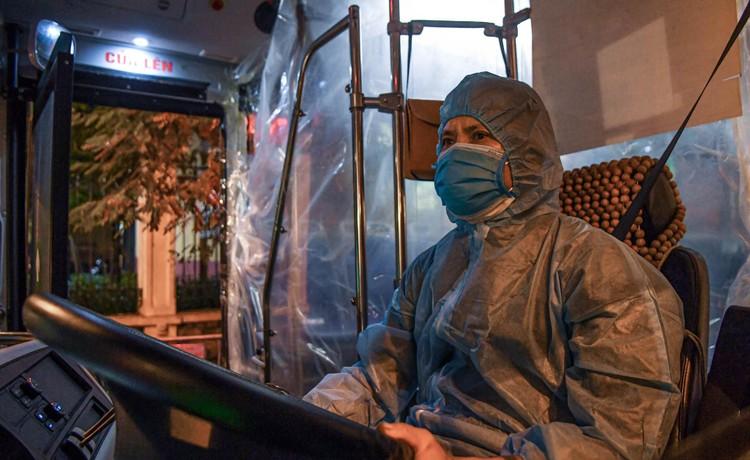 Cận cảnh quá trình di chuyển 1.000 bệnh nhân rời ổ dịch Bệnh viện Việt Đức ảnh 7