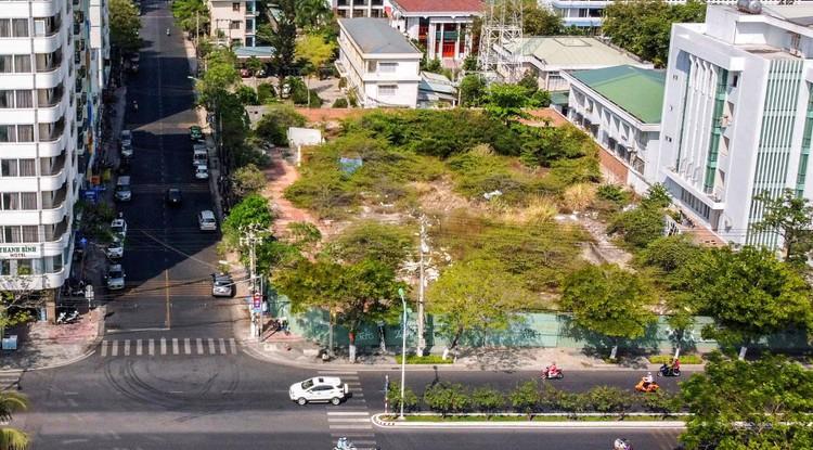 Hàng loạt khu 'đất vàng' bị bỏ hoang ở Nha Trang ảnh 4