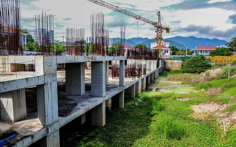 Hàng loạt khu 'đất vàng' bị bỏ hoang ở Nha Trang ảnh 8