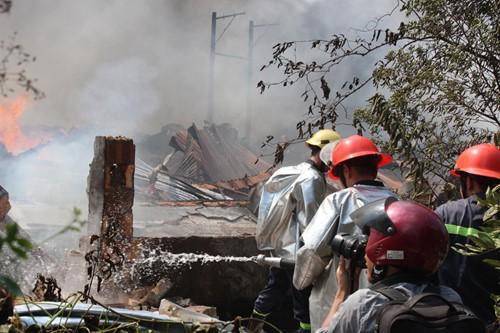 Cháy rụi công ty gỗ 100% vốn Trung Quốc đặt tại Bình Dương ảnh 1