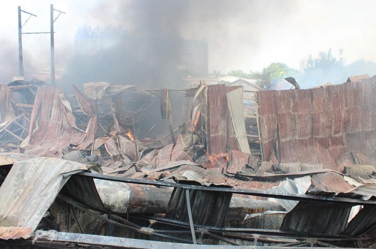 Cháy rụi công ty gỗ 100% vốn Trung Quốc đặt tại Bình Dương ảnh 2