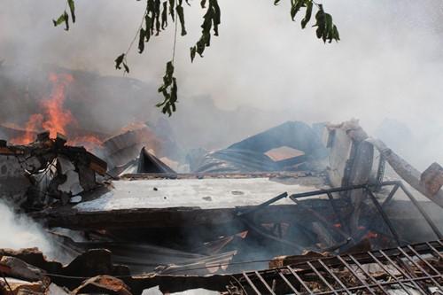 Cháy rụi công ty gỗ 100% vốn Trung Quốc đặt tại Bình Dương ảnh 4