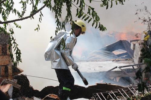 Cháy rụi công ty gỗ 100% vốn Trung Quốc đặt tại Bình Dương ảnh 5