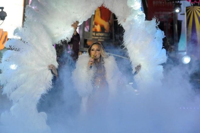 Biển người vỡ òa trên Quảng trường Thời đại Mỹ khoảnh khắc năm mới ảnh 6