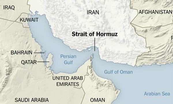 Khu trục hạm Mỹ bắn cảnh cáo tàu tấn công nhanh Iran ảnh 1