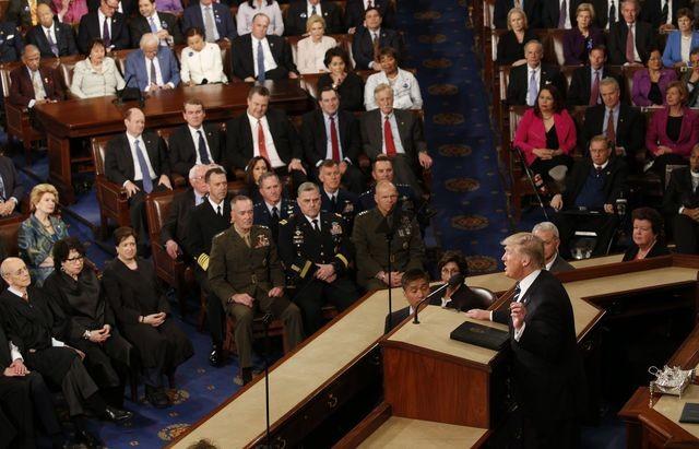 Tổng thống Trump lần đầu phát biểu trước Quốc hội sau một tháng nhậm chức ảnh 2
