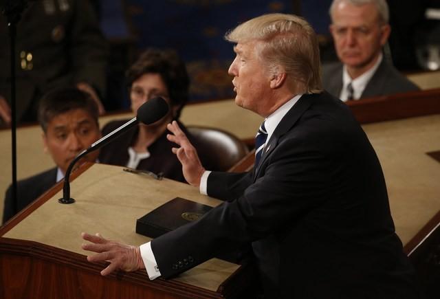 Tổng thống Trump lần đầu phát biểu trước Quốc hội sau một tháng nhậm chức ảnh 4