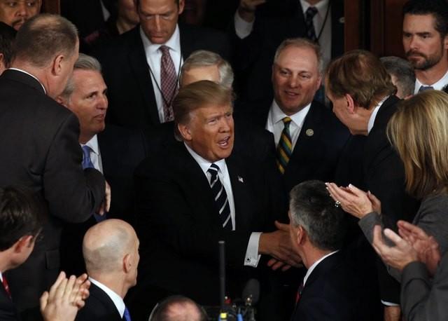 Tổng thống Trump lần đầu phát biểu trước Quốc hội sau một tháng nhậm chức ảnh 5