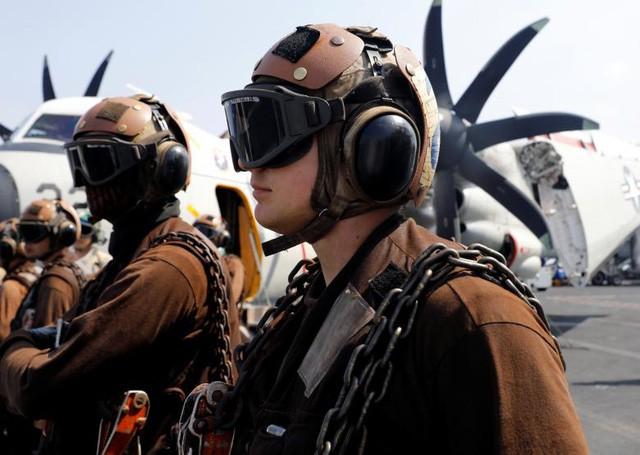 Sức mạnh tàu sân bay Mỹ tuần tra ở Biển Đông ảnh 9