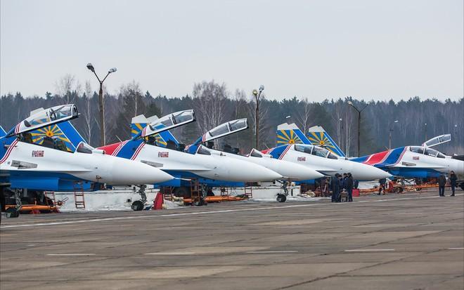 Một ngày tập luyện của đội bay biểu diễn hàng đầu nước Nga ảnh 1