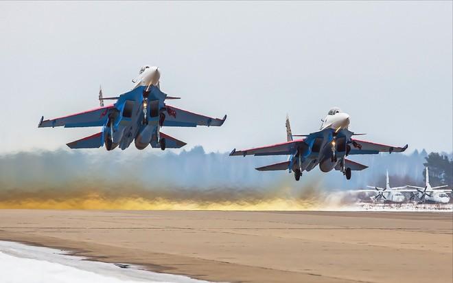 Một ngày tập luyện của đội bay biểu diễn hàng đầu nước Nga ảnh 2