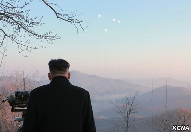 Triều Tiên công bố hình ảnh 4 tên lửa đạn đạo đồng loạt rời bệ phóng ảnh 5