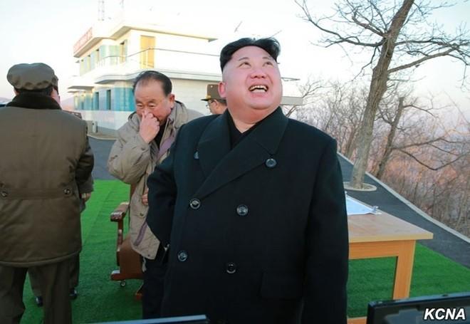 Triều Tiên công bố hình ảnh 4 tên lửa đạn đạo đồng loạt rời bệ phóng ảnh 6