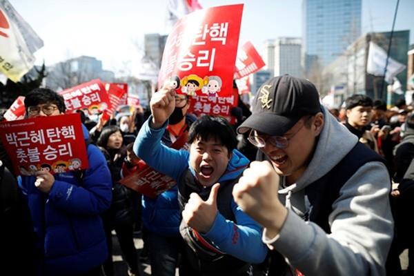 Tổng thống Hàn Quốc Park Geun-hye bị phế truất ảnh 1