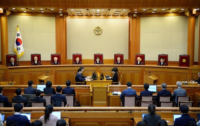 Người Hàn Quốc khóc, cười khi Tổng thống bị phế truất ảnh 2