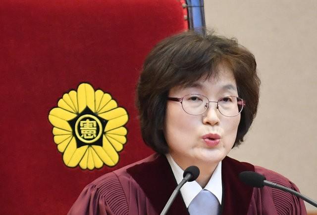 Người Hàn Quốc khóc, cười khi Tổng thống bị phế truất ảnh 3