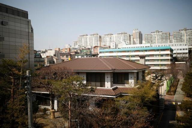Tổng thống Hàn Quốc bị phế truất chưa thể rời Nhà Xanh sau cú sốc ảnh 1