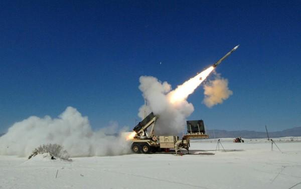 Đồng minh Mỹ phóng tên lửa triệu USD bắn hạ UAV rẻ tiền ảnh 1