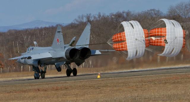 """""""Sát thủ đánh chặn"""" MiG-31 của Nga tập trận ở Viễn Đông ảnh 5"""