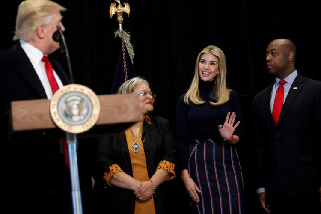 Ái nữ xinh đẹp nhà Trump và chiếc ghế quyền lực vô hình ảnh 5