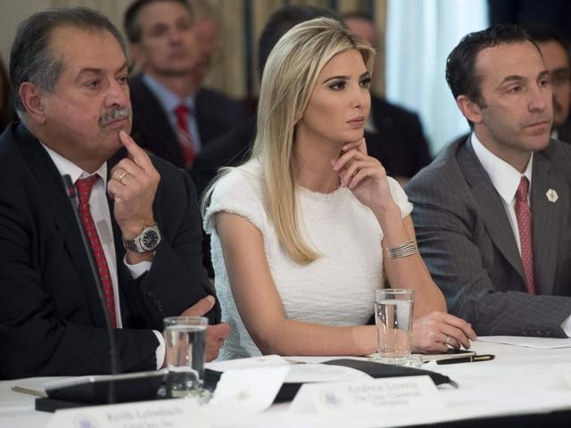 Ái nữ xinh đẹp nhà Trump và chiếc ghế quyền lực vô hình ảnh 6