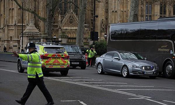 Thủ tướng Anh được cảnh sát giải cứu khi cách vụ khủng bố chỉ 40 mét ảnh 1