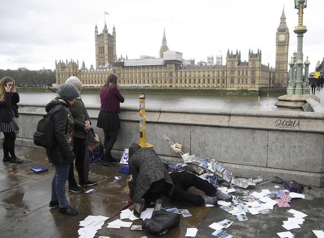 Hiện trường vụ tấn công khủng bố ở thủ đô London ảnh 1