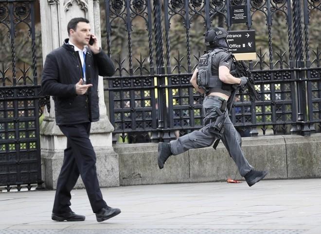 Hiện trường vụ tấn công khủng bố ở thủ đô London ảnh 2