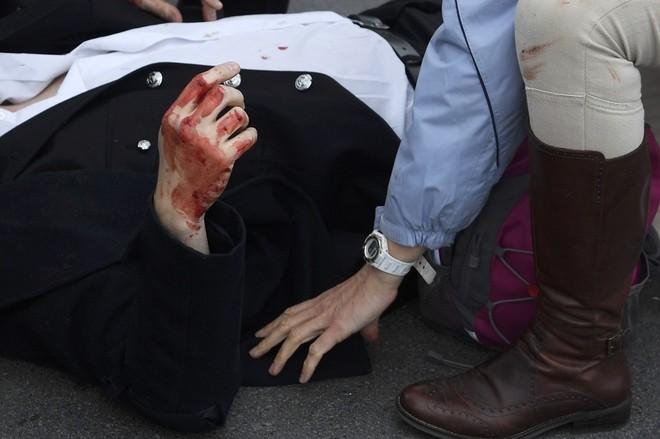 Hiện trường vụ tấn công khủng bố ở thủ đô London ảnh 3
