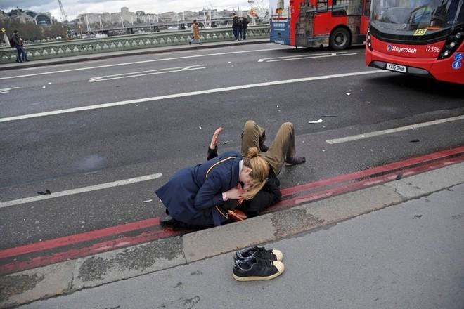 Hiện trường vụ tấn công khủng bố ở thủ đô London ảnh 5
