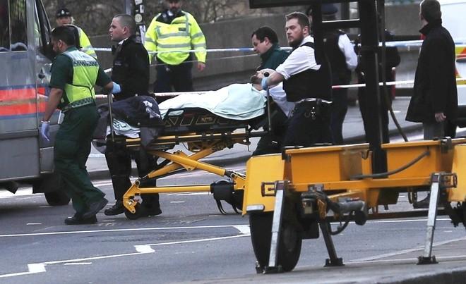 Hiện trường vụ tấn công khủng bố ở thủ đô London ảnh 8