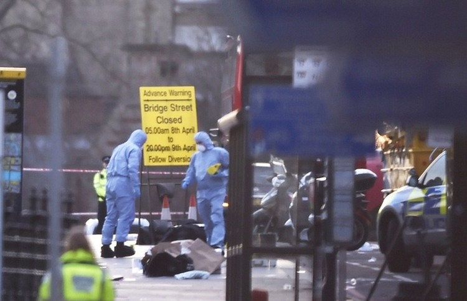 Hiện trường vụ tấn công khủng bố ở thủ đô London ảnh 9