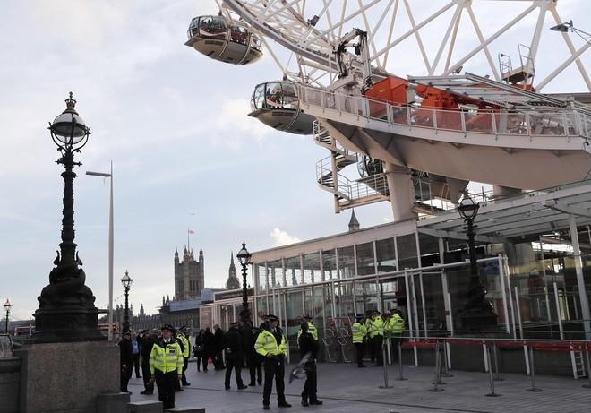 Hiện trường vụ tấn công khủng bố ở thủ đô London ảnh 10