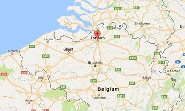 Cảnh sát Bỉ phát hiện nhiều vũ khí trong xe định lao vào đám đông ảnh 1