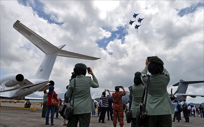 Tiêm kích Hàn Quốc biểu diễn như lao vào nhau ở Malaysia ảnh 5
