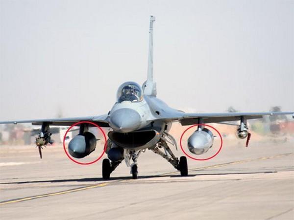 Nghi gặp sự cố, phi công F-16 Mỹ bỏ hai thùng dầu phụ ảnh 1