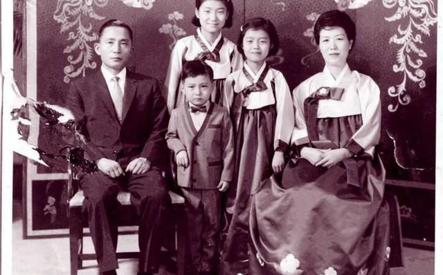 Cuộc đời bi kịch của bà Park Geun-hye từ Nhà Xanh tới song sắt nhà lao ảnh 1