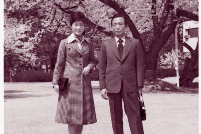 Cuộc đời bi kịch của bà Park Geun-hye từ Nhà Xanh tới song sắt nhà lao ảnh 5