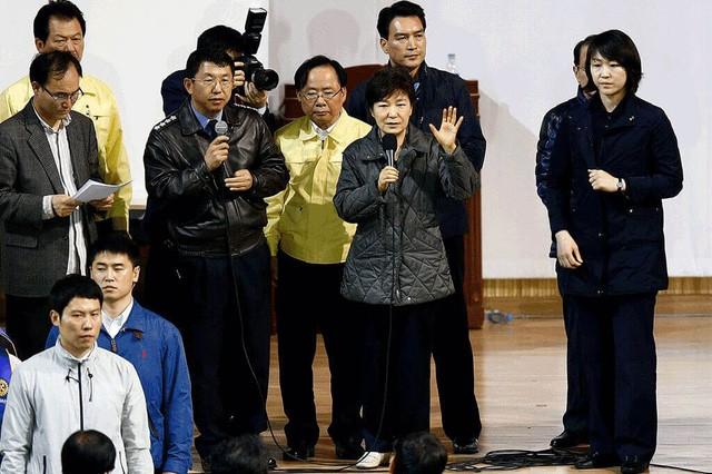 Cuộc đời bi kịch của bà Park Geun-hye từ Nhà Xanh tới song sắt nhà lao ảnh 10