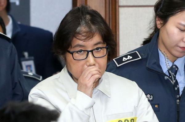Cuộc đời bi kịch của bà Park Geun-hye từ Nhà Xanh tới song sắt nhà lao ảnh 12