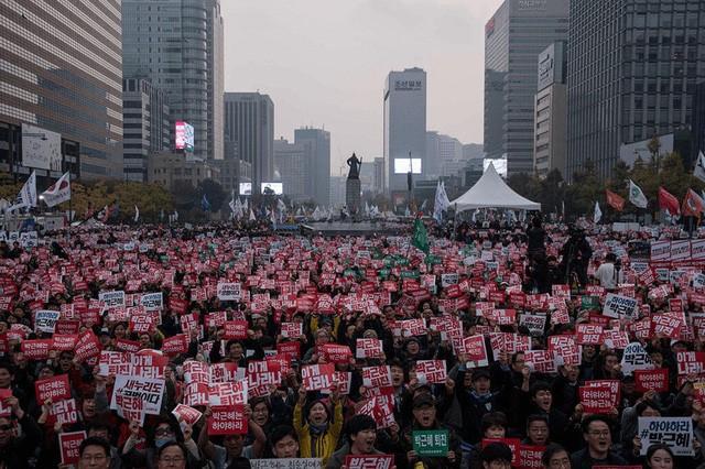 Cuộc đời bi kịch của bà Park Geun-hye từ Nhà Xanh tới song sắt nhà lao ảnh 14