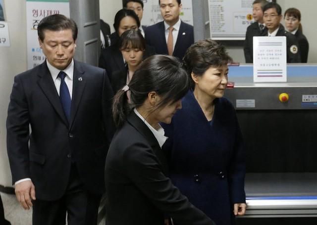 Cuộc đời bi kịch của bà Park Geun-hye từ Nhà Xanh tới song sắt nhà lao ảnh 17