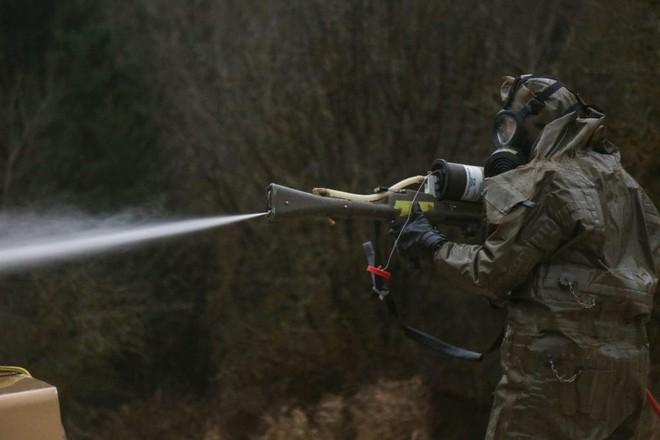 Quy trình khử độc từ vũ khí hủy diệt hàng loạt của quân đội Mỹ ảnh 1