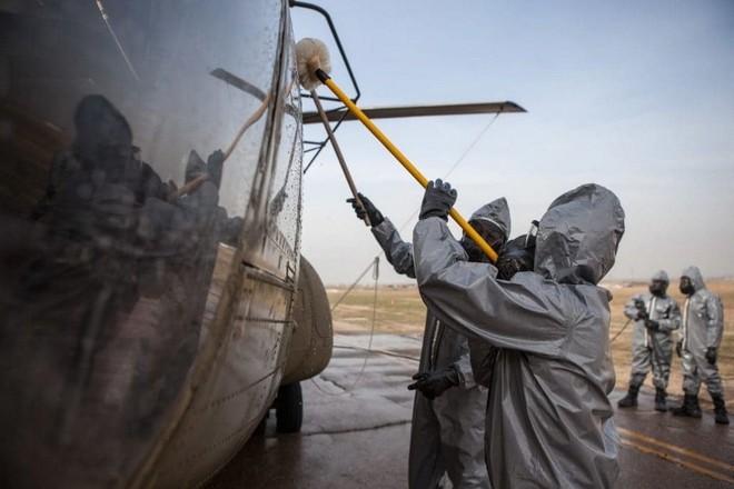 Quy trình khử độc từ vũ khí hủy diệt hàng loạt của quân đội Mỹ ảnh 6
